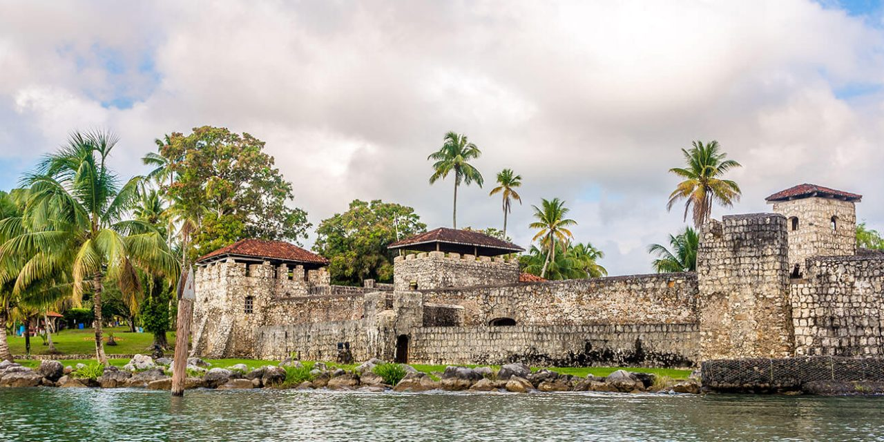 https://active-voyages.fr/wp-content/uploads/2019/05/Spanish-colonial-fort-San-Felipe-de-Lara-at-Lake-Izabal-Guatemala_Voyage_sur_mesure_voyage_en_famille_active_voyages_Montpellier-1280x640.jpg