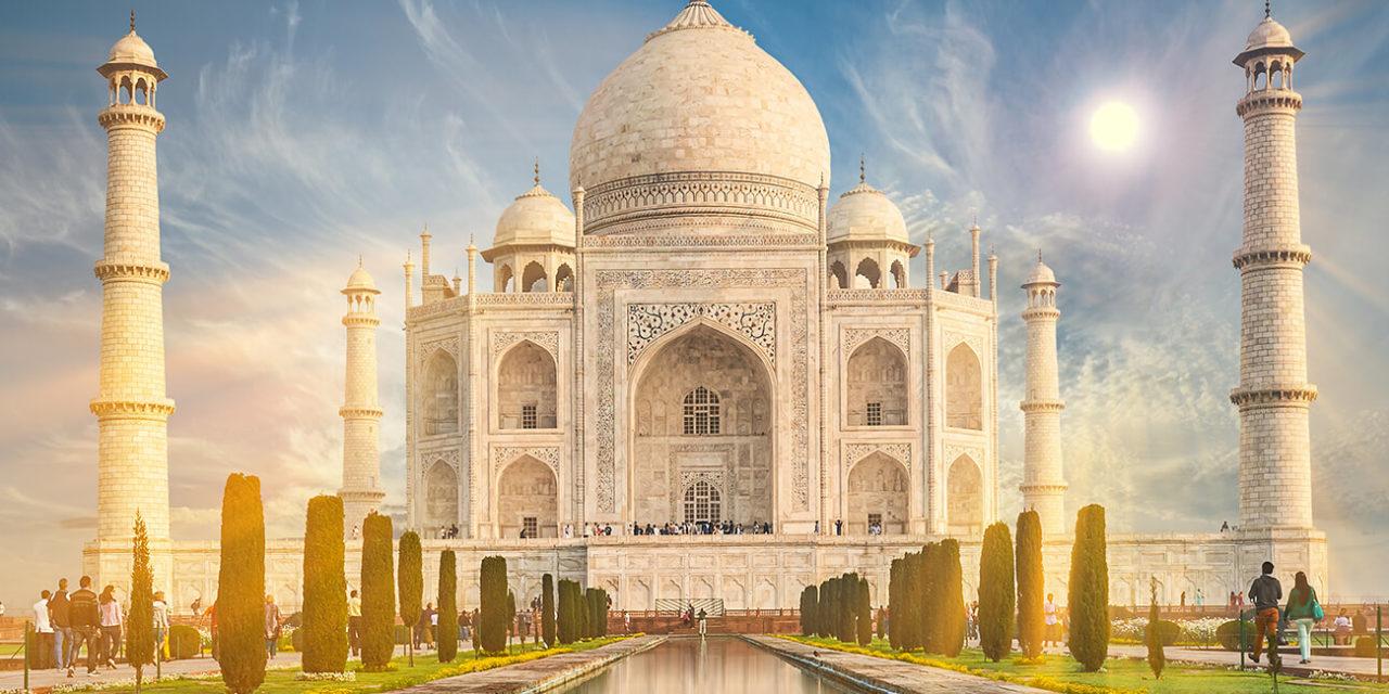 https://active-voyages.fr/wp-content/uploads/2019/10/Le-Taj-Mahal-est-un-mausolée-en-marbre-blanc-ivoire-sur-la-rive-sud-de-la-rivière-Yamuna-dans-la-ville-indienne-dAgra-en-Uttar-Pradesh.--1280x640.jpg