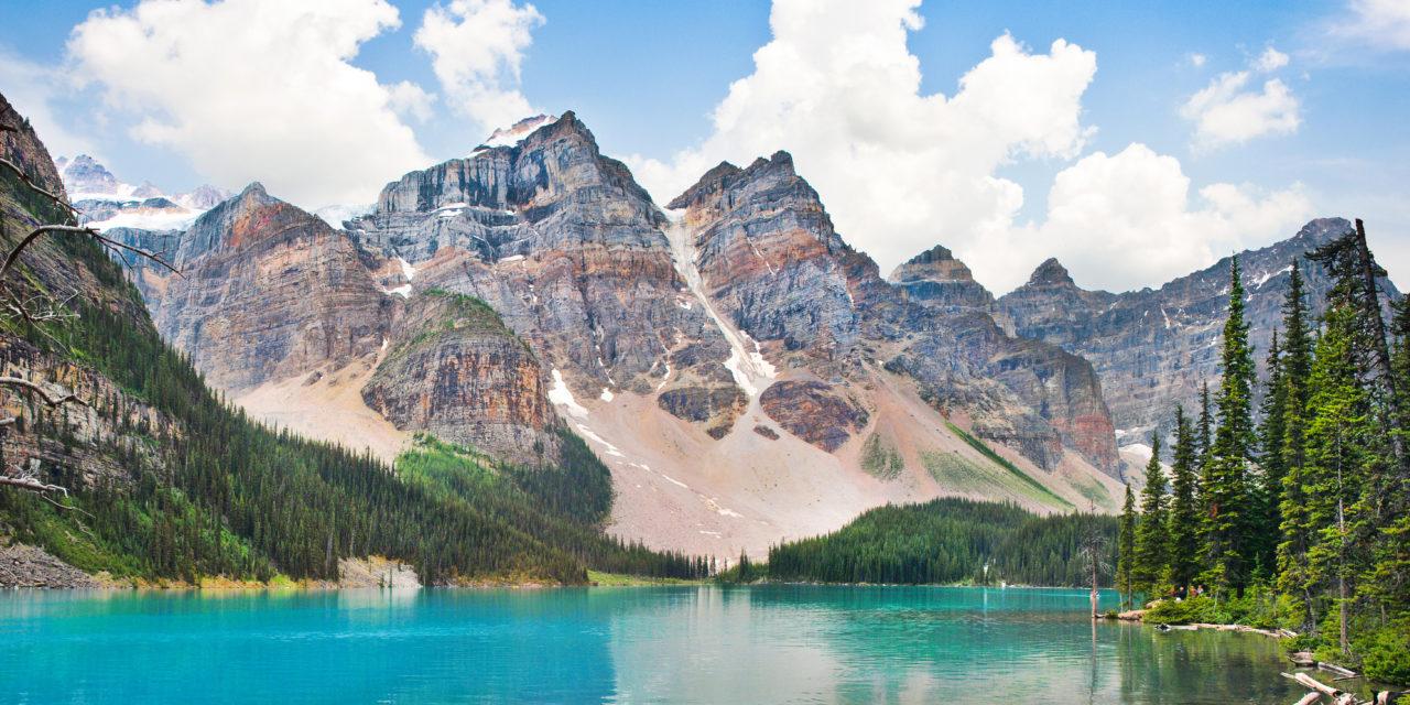 https://active-voyages.fr/wp-content/uploads/2019/12/Beau-paysage-avec-des-montagnes-Rocheuses-et-célèbre-lac-Moraine-dans-le-parc-national-Banff-Alberta-Canada-1280x640.jpg