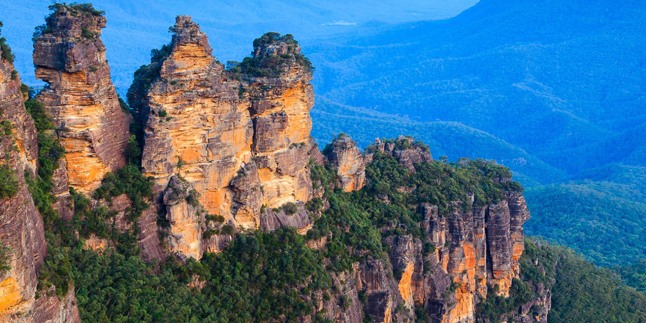 https://active-voyages.fr/wp-content/uploads/2019/12/Les-trois-soeurs-de-Echo-Point-Blue-Mountains-National-Park-NSW-Australie--1280x640.jpg