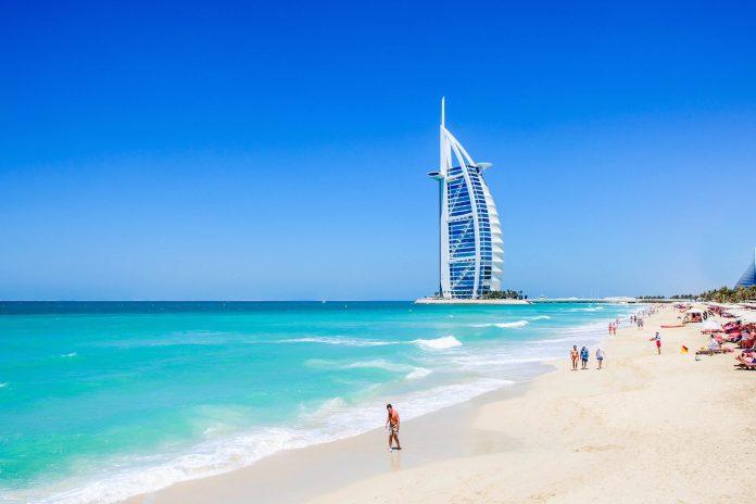 https://active-voyages.fr/wp-content/uploads/2019/12/vae-dubai-das-burj-al-arab-hotel-am-jumeirah-beach-in-dubai-vae-erhielt-als-erstes-7-sterne-hotel-der-welt-internationale-medienaufmerksamkeit-rus-s-shutterstock-1-696x464-1.jpeg