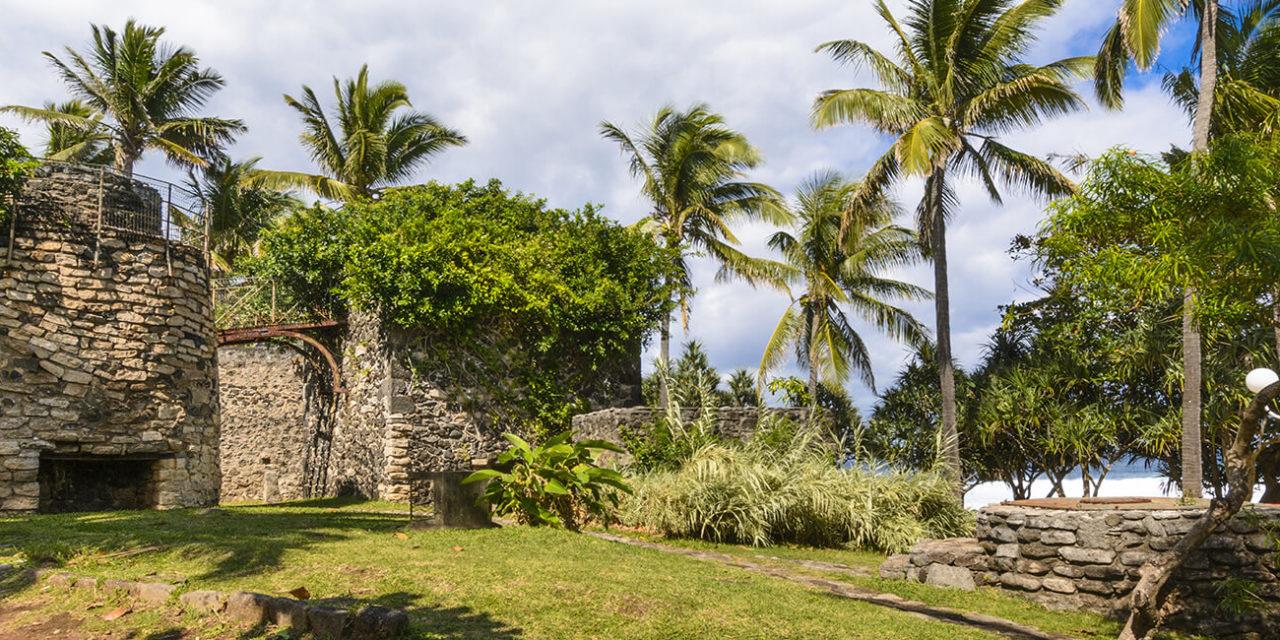 https://active-voyages.fr/wp-content/uploads/2020/02/Ancienne-architecture-à-lendroit-de-Grande-Anse-Ile-de-la-Réunion-pendant-une-journée-ensoleillée-1280x640.jpg