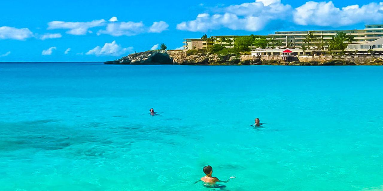 https://active-voyages.fr/wp-content/uploads/2020/02/La-plage-de-Maho-Bay-Antilles-1280x640.jpg