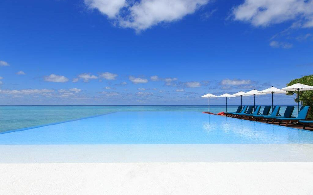https://active-voyages.fr/wp-content/uploads/2020/02/Summer-Island-Resort-Maldives-6-1024x640.jpg