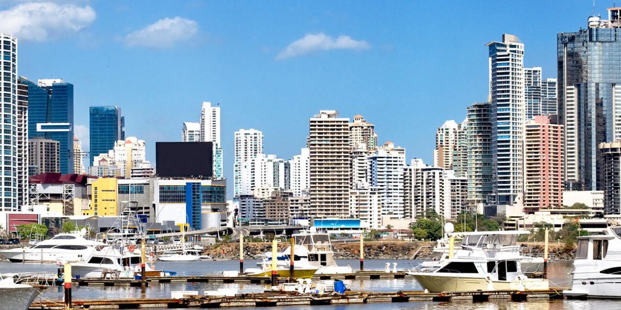 https://active-voyages.fr/wp-content/uploads/2020/02/Vue-sur-la-ville-moderne-gratte-ciel-et-les-yachts-de-luxe-avec-la-réflexion-de-leau-Panama-City-1280x640.jpg