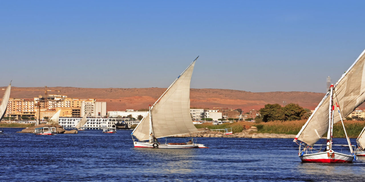 https://active-voyages.fr/wp-content/uploads/2020/02/feluccas-sailing-on-the-river-nile-near-aswan-in-egypte-1280x640.jpg