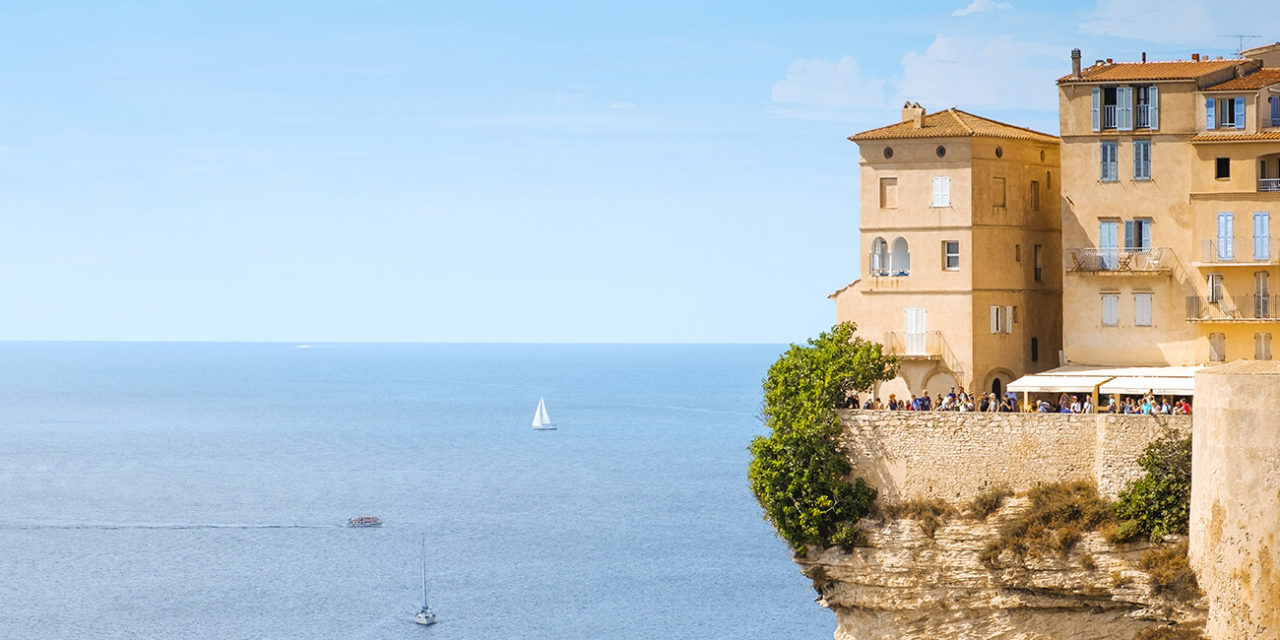 https://active-voyages.fr/wp-content/uploads/2020/03/A-view-of-the-Haute-Ville-the-old-town-of-Bonifacio-in-Corse-France-built-on-the-top-of-a-promontory-next-to-a-cliff-over-the-Mediterranean-sea-1280x640.jpg