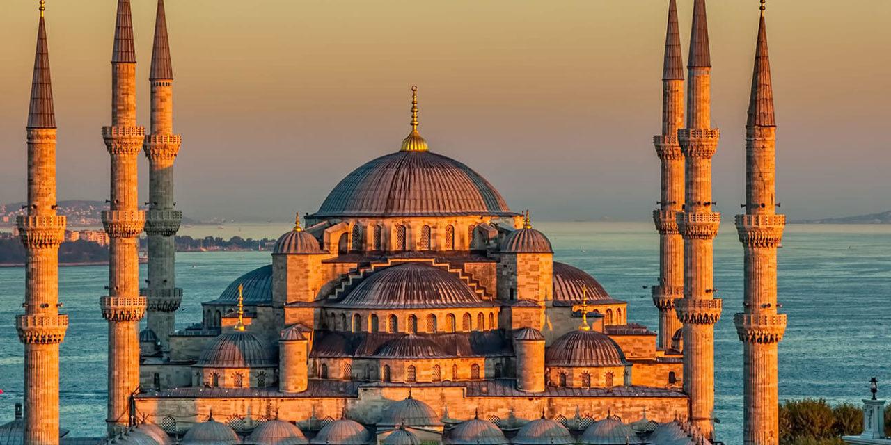 https://active-voyages.fr/wp-content/uploads/2020/03/La-mosquée-bleue-à-glorius-coucher-du-soleil-Istanbul-Sultanahmet-parc-turquie-1280x640.jpg