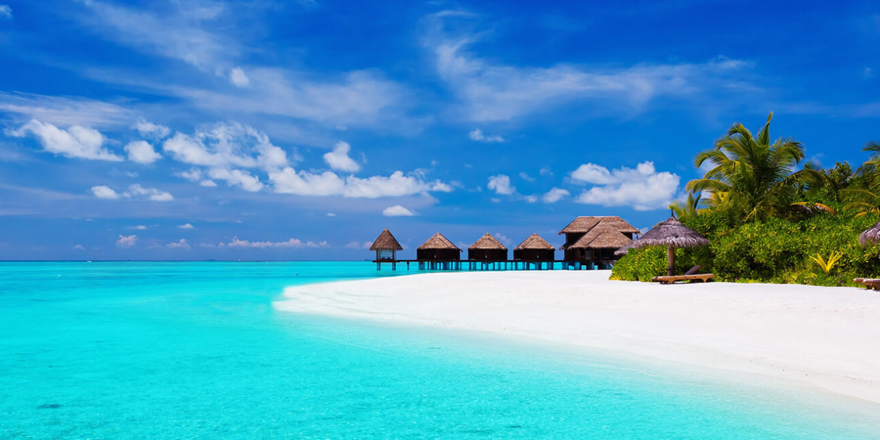 https://active-voyages.fr/wp-content/uploads/2020/03/Le-tropicale-avec-palmiers-et-des-villas-sur-lagon-turquoise-polynesie-francaise-1280x640.jpg