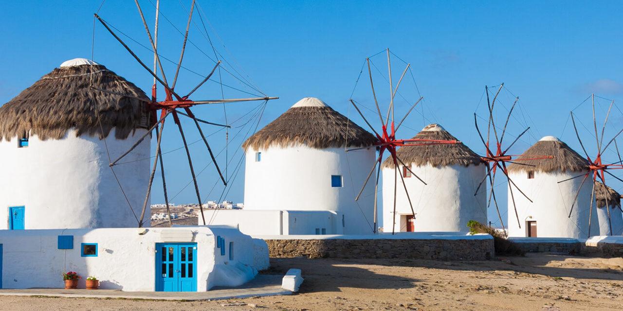 https://active-voyages.fr/wp-content/uploads/2020/03/Moulins-à-vent-afficher-dans-une-ligne-avec-bluew-ciel-à-Mykonos-Cyclades-Grèce-île-grece-1280x640.jpg