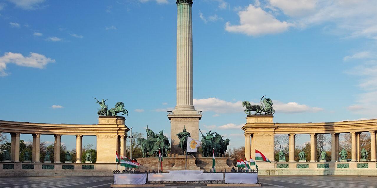 https://active-voyages.fr/wp-content/uploads/2020/03/Place-des-Héros-à-Budapest-Hongrie-1280x640.jpg