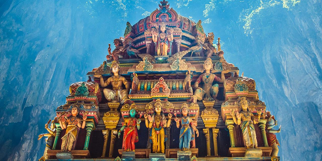 https://active-voyages.fr/wp-content/uploads/2020/03/Statue-de-lhindouisme-du-temple-de-Batu-Caves-à-Kuala-Lumpur-Malaisie-1280x640.jpg