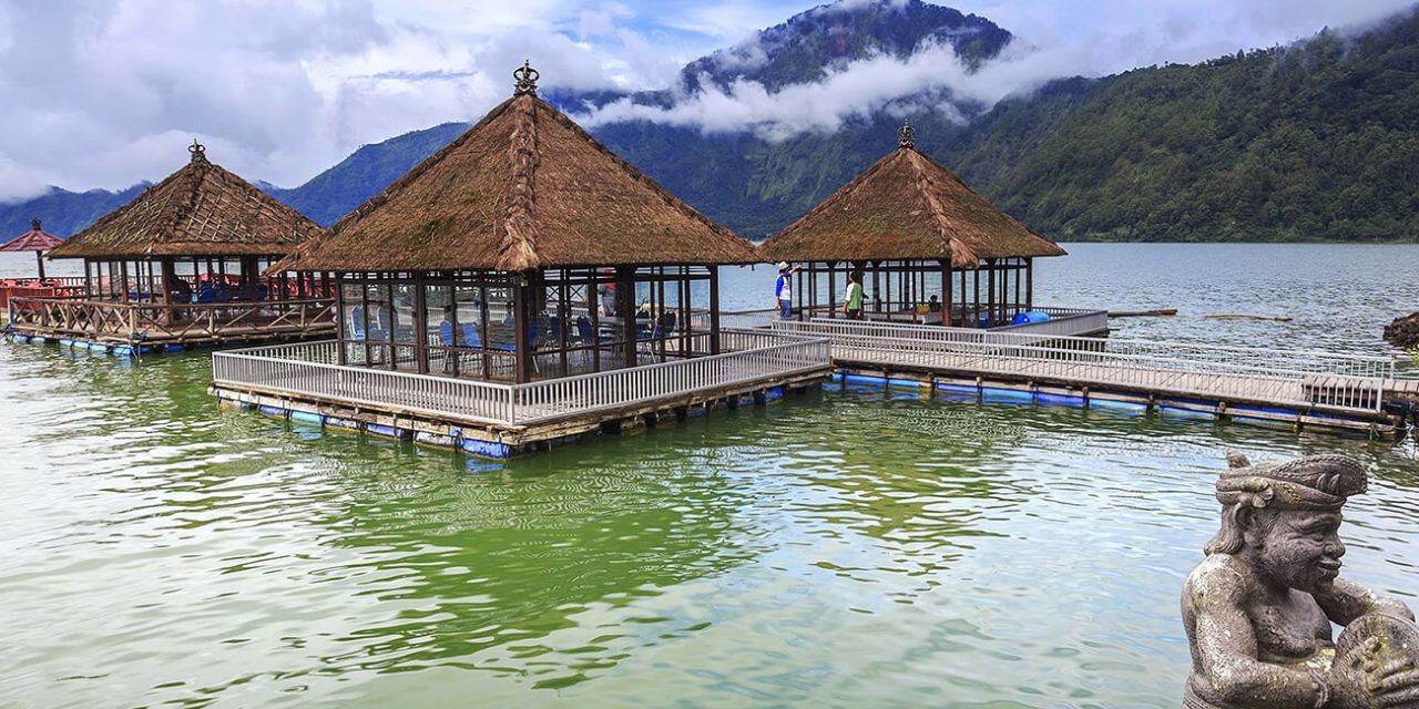 https://active-voyages.fr/wp-content/uploads/2020/03/Sunny-day-over-Floating-Restaurant-at-Lake-Batur-Kintamani-Bali-Indonesia-1280x640.jpg