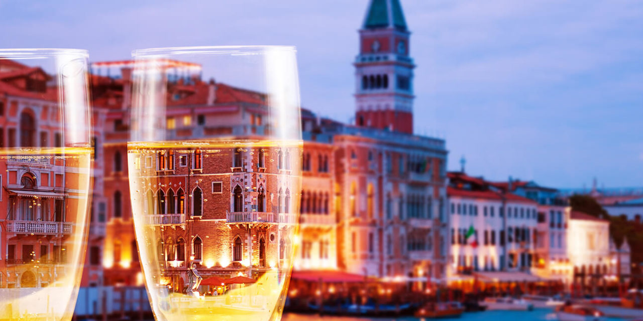 https://active-voyages.fr/wp-content/uploads/2020/03/Venice-Italy-canals-with-glasses-of-champagne-italie-1280x640.jpg