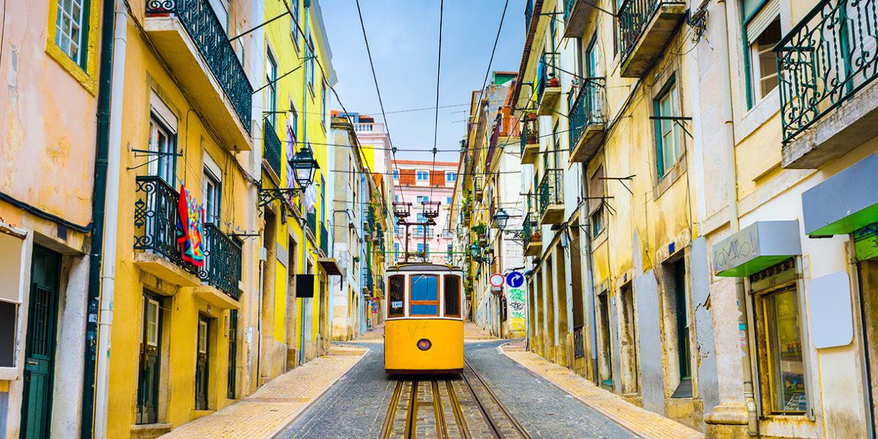 https://active-voyages.fr/wp-content/uploads/2020/03/Vieilles_rues_Lisbonne_tramway_-à_Lisbonne_Portugal_Voyage_cousu_main_voyage_sur_mesure_voyage_en_famille_active_voyages_Montpellier-1280x640.jpg