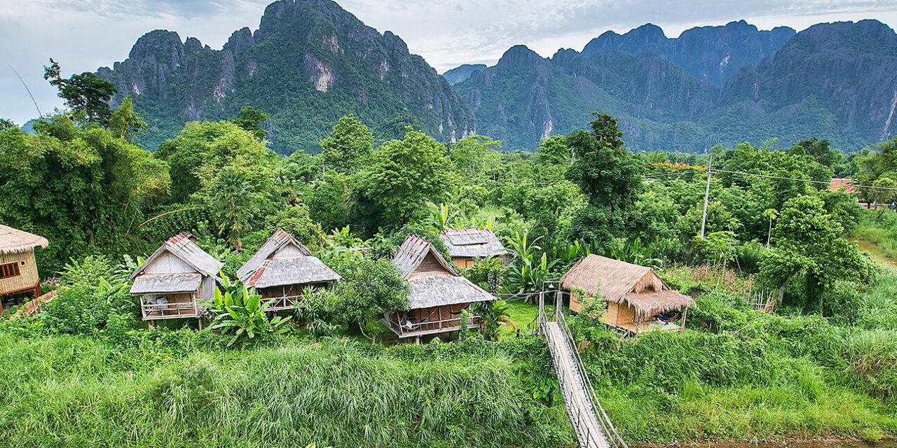 https://active-voyages.fr/wp-content/uploads/2020/03/Village-de-montagne-et-à-Vang-Vieng-Laos-1280x640.jpg