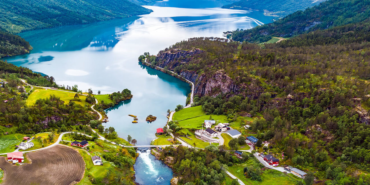 https://active-voyages.fr/wp-content/uploads/2020/03/lac-Lovatnet-Norvege-1280x640.jpg