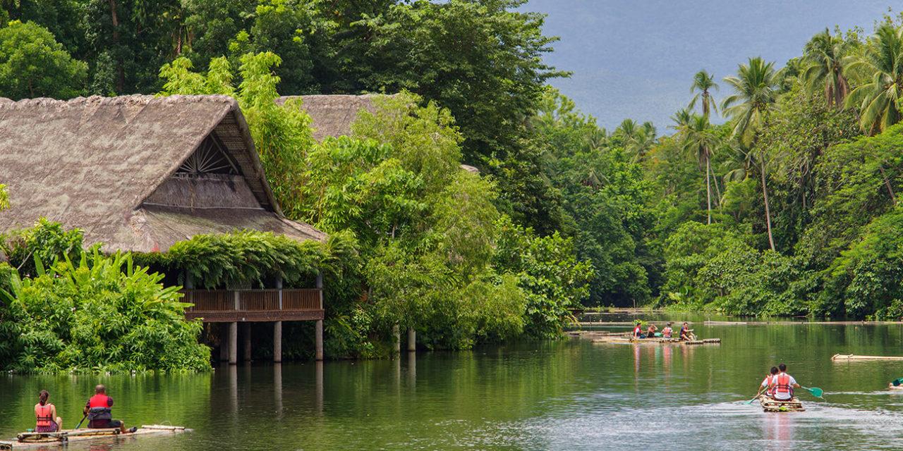 https://active-voyages.fr/wp-content/uploads/2020/03/promenade-en-radeau-sur-la-rivière-dans-la-villa-escudero-Laguna-Philippines--1280x640.jpg