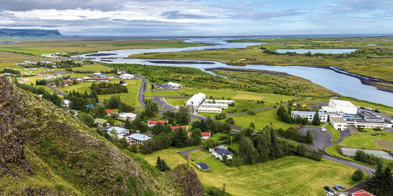 https://active-voyages.fr/wp-content/uploads/2020/03/village_Kirkjubaejarklaustur_Skaftarhreppur_sud_islande_Iceland_riviere_Skafta_Atlantique_Islande_-Voyage_cousu_main_voyage_sur_mesure_voyage_en_famille_active_voyages_Montpellier-1280x640.jpg