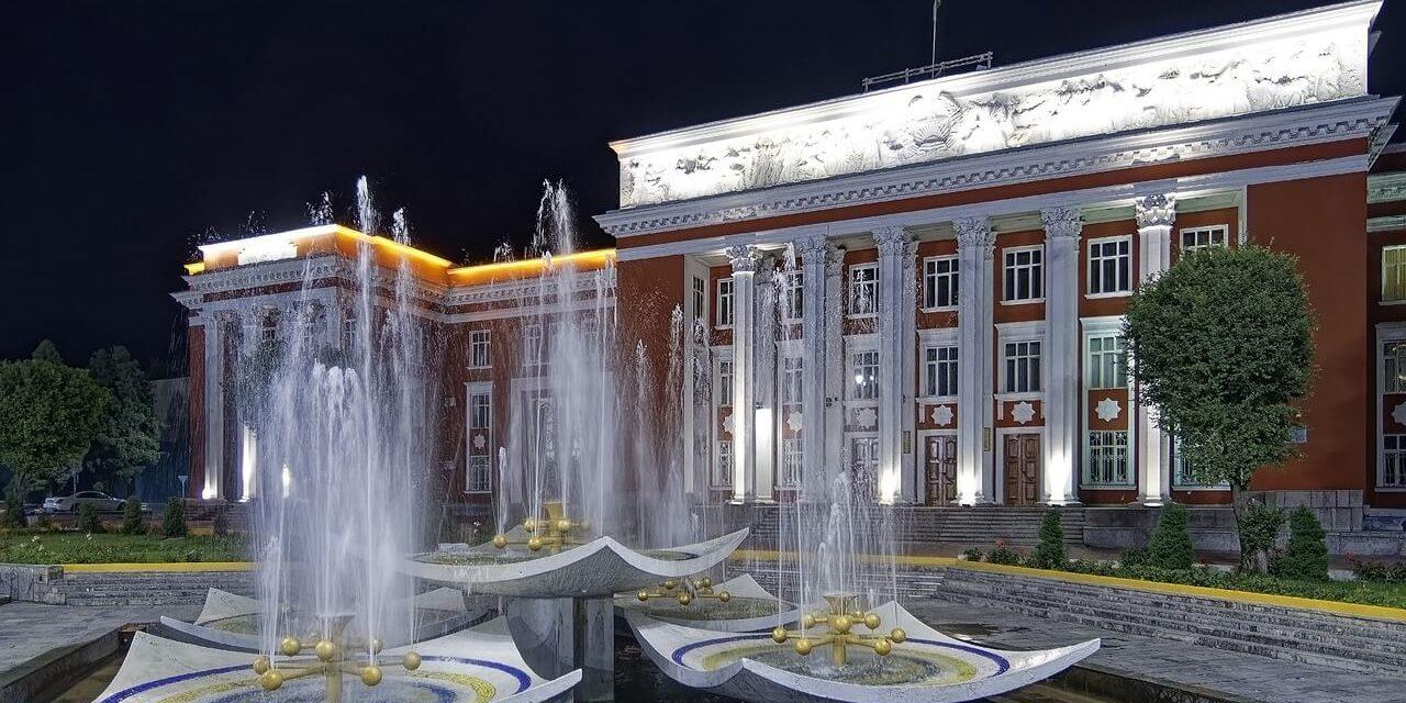 https://active-voyages.fr/wp-content/uploads/2020/04/pixa-douchanb-«1-tadjikistan-1280x640.jpg