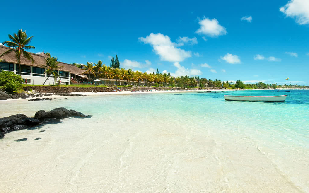 https://active-voyages.fr/wp-content/uploads/2020/04/solana_beach_belle_mare_mauritius2.jpg